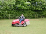 Und Robin beim Rasenmähen erwisccht